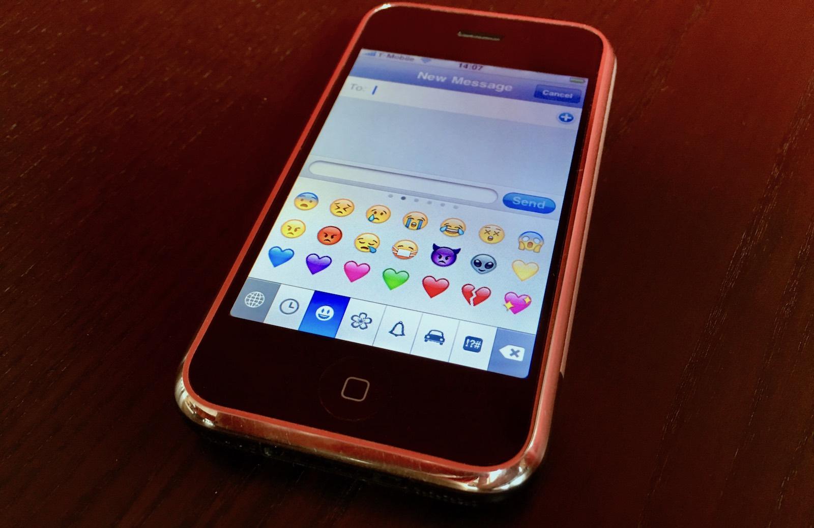 the original iphone emoji keyboard